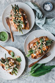 Stuffed sweet potato with green asparagus and wild garlic chimmichurri - Spring Recipes - Yummy Food Oven Roasted Sweet Potatoes, Oven Roasted Asparagus, Asparagus Recipe, Healthy Dinner Recipes, Vegan Recipes, Benefits Of Potatoes, Radish Recipes, Eat This, Vegan Nutrition