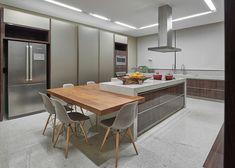 Home - Estela Netto – Arquitetura e Design Modern Kitchen Interiors, Modern Kitchen Design, Home Decor Kitchen, Kitchen Living, Interior Design Kitchen, New Kitchen, Home Kitchens, Kitchen Island Dining Table, Modern Kitchen Island