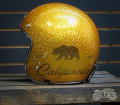 Chopper Helmets, Motorcycle Helmets, Old School Motorcycles, Biker Wear, Open Face Helmets, Cycling Helmet, Buckets, Custom Paint, Paint Ideas
