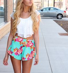 Floral shorts & crop top <3