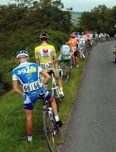 Funny stuff. Imagine doing this on the side of the road during your weekly group ride! #Cycling