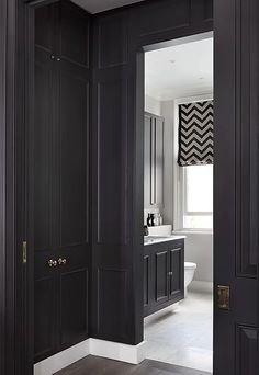 Walk-in wardrobe to black and white master bedroom ensuite with shower, white carrara marble wash basin, black painted cabinets in a trendy London home by Catherine Wilman Interiors Tiny House Bathroom, Dream Bathrooms, Modern Bathroom Design, Bathroom Interior Design, Downstairs Bathroom, Bedroom Ideas For Small Rooms Diy, Awesome Bedrooms, Interior Design Minimalist, Luxury Interior Design