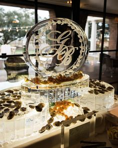 There are a myriad of ways to decorate your ice sculpture, but we think your guests will appreciate you using food the most. The Kiawah Island Club ensured this Ice Age design was full of fresh seafood for this couple's attendees. Wedding Buffet Displays, Wedding Buffet Food, Sculpture Stand, Metal Sculptures, Wood Sculpture, Bronze Sculpture, Sculpture Ideas, Wedding Goals, Wedding Ideas