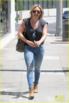 Hilary Duff Treats Herself to a Vegan Dinner at Crossroads! | hilary duff treats herself to a vegan dinner at crossroads 04 - Photo