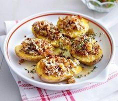 Das Rezept für Ofenkartoffeln mit Parmesan-Senf-Kruste und weitere kostenlose Rezepte auf LECKER.de