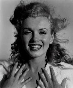 Marilyn Monroe. Portrait by Richard Avedon. #photography #black and white #classic
