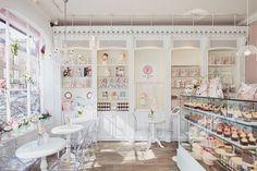 Peggy Porschen Cakes has a selection of Birthday cakes and cupcakes.