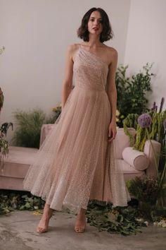 Elegant Dresses, Pretty Dresses, Beautiful Dresses, Strapless Midi Dress, Tulle Dress, Hijab Dress, Evening Dresses, Prom Dresses, Midi Dresses