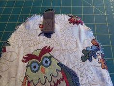 Tuto du chouette sac de voyage hibou Sac Week End, Activity Bags, Stroller Bag, Tote Bag, Holiday Decor, Blog, Diy, Assemblage, Sports