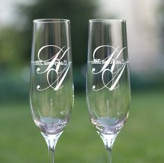Bride and Groom Toasting Glasses Set of Champagne Flutes,Wedding Glasses with date,In Wedding Toasting Glasses, Wedding Champagne Flutes, Champagne Glasses, Wedding Toast Samples, Personalized Champagne Flutes, Flautas, Wine Glass Crafts, Wedding Toasts, Wedding Cakes