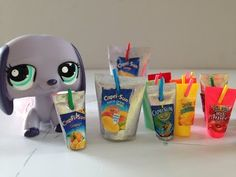 How to make a LPS drink pouch and capri sun. Inspired by the channel American Girl Ideas. How to make LPS food. How to make LPS accessories. Barbie Food, Doll Food, Accessoires Lps, Lps Diy Accessories, Lps Pets, Lps Littlest Pet Shop, Capri Sun, Adrien Y Marinette, Little Pet Shop