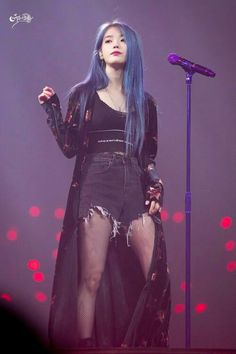 Am in love with her blue hair 😍 on We Heart It Kpop Fashion, Korean Fashion, Girl Crushes, Asian Woman, Asian Girl, Moda Kpop, Kpop Mode, My Hairstyle, Stage Outfits
