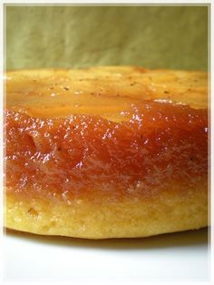 GATEAU RENVERSE AUX POIRES (Gâteau : 3 œufs, 150 g de sucre, 150 g de farine, 200 g de beurre, 1 c à s de vanille liquide) (CARAMEL : 150 g de sucre, 5 c à s d'eau) (GARNITURE : 3 poires, 1 gousse de vanille) - OU, AUTRE GATEAU : 4 œufs, poids des oeufs en sucre, poids des oeufs #dessert #recette #cuisine