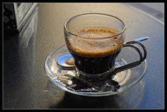 Making A Good Espresso Best Espresso Machine, Espresso Maker, Espresso Coffee, Best Coffee, Coffee Cups, Coffee Maker, Coffee Coffee, Popular Drinks, Coffee Varieties