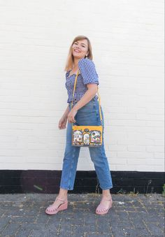 Cute retro inspired denim jeans and gingham shirred puff sleeve top outfit with vendula bag #cottagecore #retrostyle #cuteoutfit #cottagecoreaesthetic #gingham Simple Outfits, Cute Outfits, Jean Top, Jean Outfits, Gingham, Retro Fashion, Denim Jeans, Cool Style, Feminine