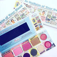 Få bestselgerene fra theBalm i en og samme palett✨ Link i bio #iglowno #beauty #makeup #sminke #thebalm #inthebalmofyourhand #bronzer #eyeshadow #blush #lipstick #cabanaboy #hotmama #instainrouge #bahamamama
