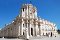 Isola di Ortigia Sicily Tourism, Best Hotels, Notre Dame, Places To See, Cathedral, Island, Building, Beach, Travel