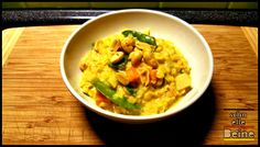 """Bananen-Curry mit roten Linsen Dieses Gericht könnte man mit """"sweet meets spicy"""" untertiteln. Ich persönlich mag diese Kombination unheimlich gern. Hier trifft die Süße der Nashi-Birne …"""