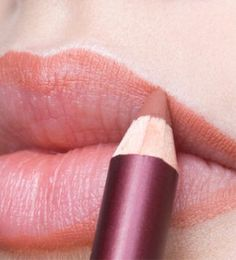 Clueless about lip liner? We're here to save the day! This guide is everything you need to know about getting the perfect pout.