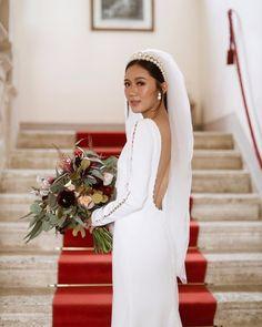 Villa Catignano | Wedding & Event Venues in Asciano Budget Wedding, Wedding Vendors, Wedding Events, Weddings, Minimalist Gown, Bridal Headpieces, Here Comes The Bride, Bridal Looks, Event Venues