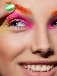 33 Neon Eyeshadow Editorials - From Neon Beauty Photoshoots to Bright Butterfly Eyelashes (TOPLIST) Source by photoshoot Winter Hipster, Fashion Makeup Photography, Beauty Photography, Photography Series, Make Up Looks, Love Makeup, Beauty Makeup, Women's Beauty, Amazing Makeup