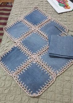 A denim-look combination of woven fabric and crochet (fusion crochet) . Fabric Crochet Quilt Source by enayylmazer grannie square and denim quilt - Yahoo Image Search Results This Pin was discovered by med High Tea crochet quilt: http:/ Crochet Flower Patterns, Crochet Flowers, Knitting Patterns, Sewing Patterns, Denim Quilt Patterns, Crochet Ideas, Crochet Quilt, Crochet Squares, Crochet Granny