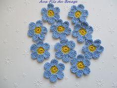 Fleurs au crochet, lot de 10, bleu ciel et jaune : Autres Tricot et Crochet par aux-fils-du-bocage
