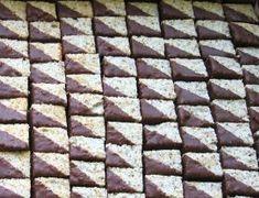 Vyšlehejte 240g bílků ( cca 6- 7 bílků) a 140g cukru krupice, vmíchejte 70g kokos a 70g ml ořech ( d... Cooking Cookies, Cookie Desserts, Sweet Bar, Christmas Baking, Christmas Cookies, Food And Drink, Cooking Recipes, Sweets, Tiramisu