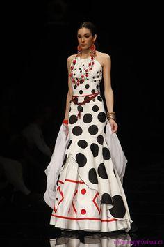 Spanish Costume, Unique Fashion, Womens Fashion, Spanish Fashion, Edwardian Dress, Fashion Show, Fashion Design, Mode Style, Dot Dress