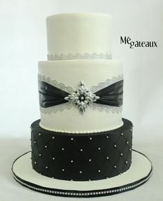 Chic black white and silver wedding cake by Mé Gâteaux - http://cakesdecor.com/cakes/291949-chic-black-white-and-silver-wedding-cake