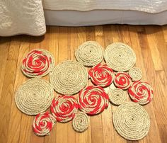 3 Creative Eye Catching Rug Projects That No One Else Has! Changing a rug is a small change that can make a big difference – check out these awesome projects Rope Rug, Sisal Rope, Modern Candles, Mosaic Flower Pots, Diy Home Decor On A Budget, Budget Decorating, Sell On Etsy, Crafts To Sell, Diy Crafts