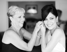 mom-daughter-wedding-photo