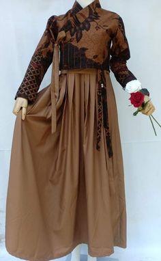 Batik Fashion, Abaya Fashion, Muslim Fashion, Fashion Dresses, Dress Brokat, Kebaya Dress, Korean Traditional Dress, Traditional Dresses, Dress Batik Kombinasi