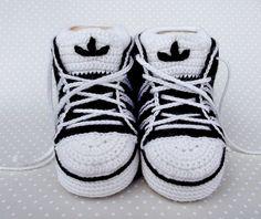 Cute sneakers, free pattern on Ravelry
