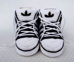 Cute sneakers, free pattern on Ravelry