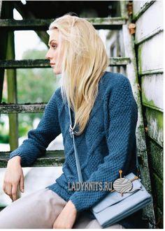 Вязаный спицами удлиненный свитер с косами, описание