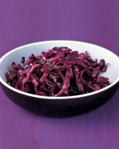 It's easy to liven up your favorite vegetables with a tangy dressing or a splash of vinegar or fruit juice. Here, balsamic vinegar is tossed with roasted cabbage. Sauteed Red Cabbage, Braised Red Cabbage, Roasted Cabbage, Cabbage And Bacon, Cabbage Slaw, Side Dish Recipes, Vegetable Recipes, Side Dishes, Veggie Meals