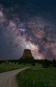 Devils Tower Milky Way, Wyoming Wyoming Vacation, Tennessee Vacation, Beautiful Words, Beautiful Places, Cosmos, Amoled Wallpapers, Ciel Nocturne, Science And Nature, Nature Nature