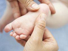 Massagen sind eine wunderbare Art und Weise, Ihrem Baby zu zeigen, wie sehr Sie es lieben. Sie können Ihr Baby beruhigen und ihm das Einschlafen erleichtern. Sie und Ihre Partner finden es vielleicht auch entspannend!  http://www.babycenter.de/a33158/babymassage---die-grundlagen#ixzz3PvI2Nve0