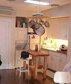 Cómo incorporar islas en cocinas pequeñas | Cocina - Decora Ilumina  http://www.decorailumina.com/tendencias/detalles-para-la-casa-de-una-mujer-fashion.html
