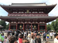 Sensō-ji is an ancient Buddhist temple located in Asakusa, Tokyo, Japan, which is Tokyo's oldest temple, and one of its most significant. Era Edo, Tokyo With Kids, Go To Japan, Japan Trip, Buddhist Temple, Travel Memories, Japanese Culture, Japan Travel, Asia Travel