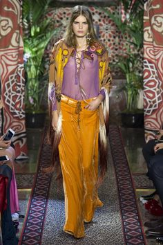 See all the Collection photos from Roberto Cavalli Spring/Summer 2017 Ready-To-Wear now on British Vogue Catwalk Fashion, Fashion Line, Fashion Week, Fashion 2017, Trendy Fashion, Boho Fashion, High Fashion, Fashion Show, Autumn Fashion