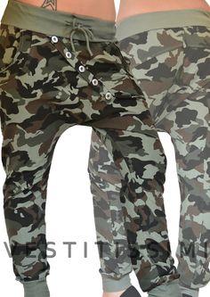 Pantalone donna fitness colore verde fantasia mimetico militare con chiusura a bottoni, fascia elastica in vita e laccio, tasche.
