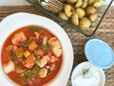 En god fiskegryte varmer både kropp og sjel, og den blir alle best med en kraft laget fra bunnen av. Dette er en fiskegryte du fort blir glad i! Vikings, Thai Red Curry, Food And Drink, Fish, Dinner, Ethnic Recipes, Soups, The Vikings, Dining
