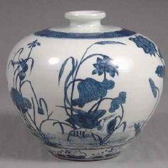 中国陶磁器インターネット美術館 ニシキコレクション 青花 蓮花紋天球瓶