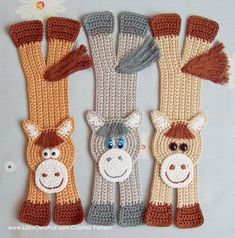 Would like a pattern if free of crochet horse bookmarks Crochet Scarves, Crochet Yarn, Crochet Stitches, Free Crochet, Crochet Bookmarks, Crochet Books, Crochet Gifts, Knitting Patterns, Crochet Patterns