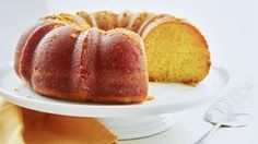 Extra moist and delicious yellow cake is given a little Vitamin C boost thanks to orange juice. Easy Desserts, Dessert Recipes, Apple Desserts, Orange Juice Cake, Best Cake Recipes, Favorite Recipes, Apple Recipes, Yummy Recipes, Pastries