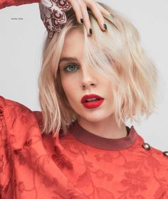 Lucy Boynton covers Harper's Bazaar Mexico & Latin America October 2019 by Zoey Grossman Short Straight Hair, Short Hair Cuts, Short Hair Styles, Bob Hairstyles, Straight Hairstyles, Hair Inspo, Hair Inspiration, Lucy Boynton, Short Pixie Haircuts