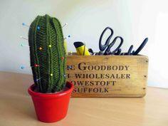 DIY: knitted cactus pincushion