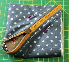 Newest Photographs sewing bags small Suggestions Kleines Täschchen nähen Sewing Crafts, Sewing Tutorials, Sewing Patterns, Sewing Projects, Purse Patterns, Diy Wallet, Small Wallet, Hand Work Design, Diy Bags Purses